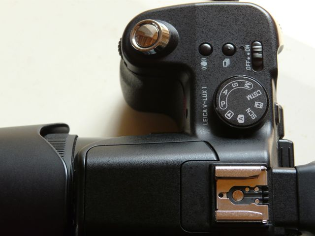 Welcome New Toy : Leica V-LUX1