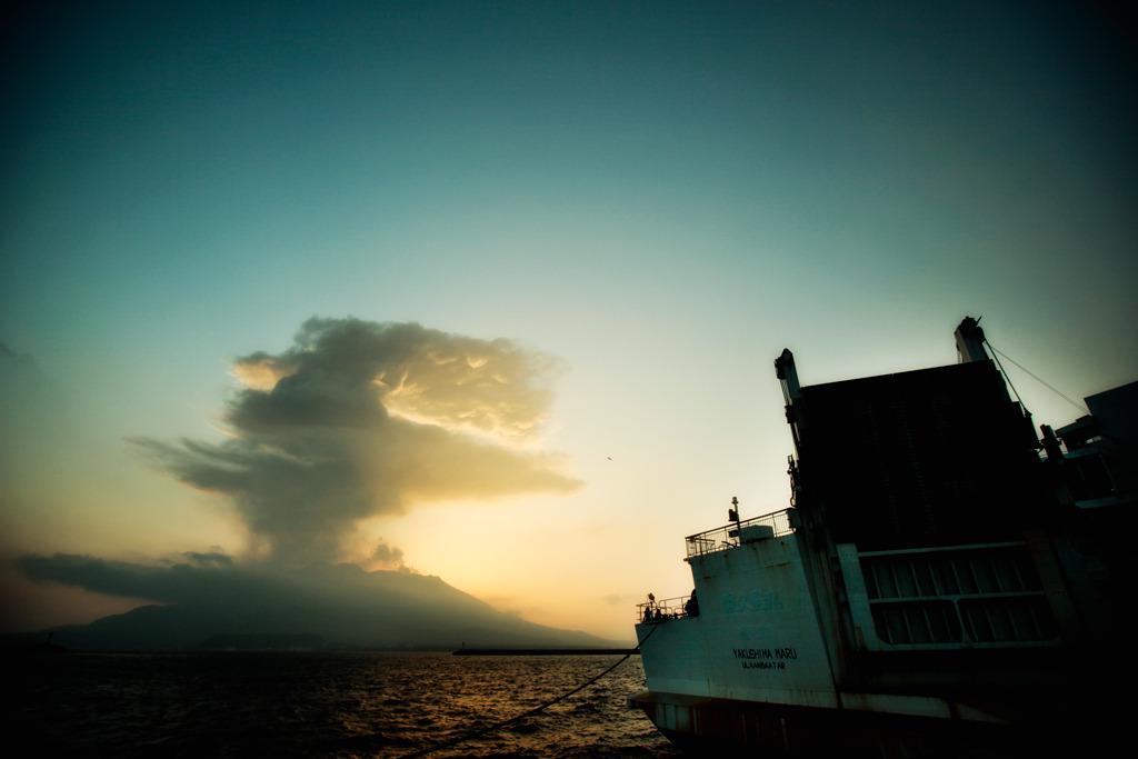 桜島と屋久島丸