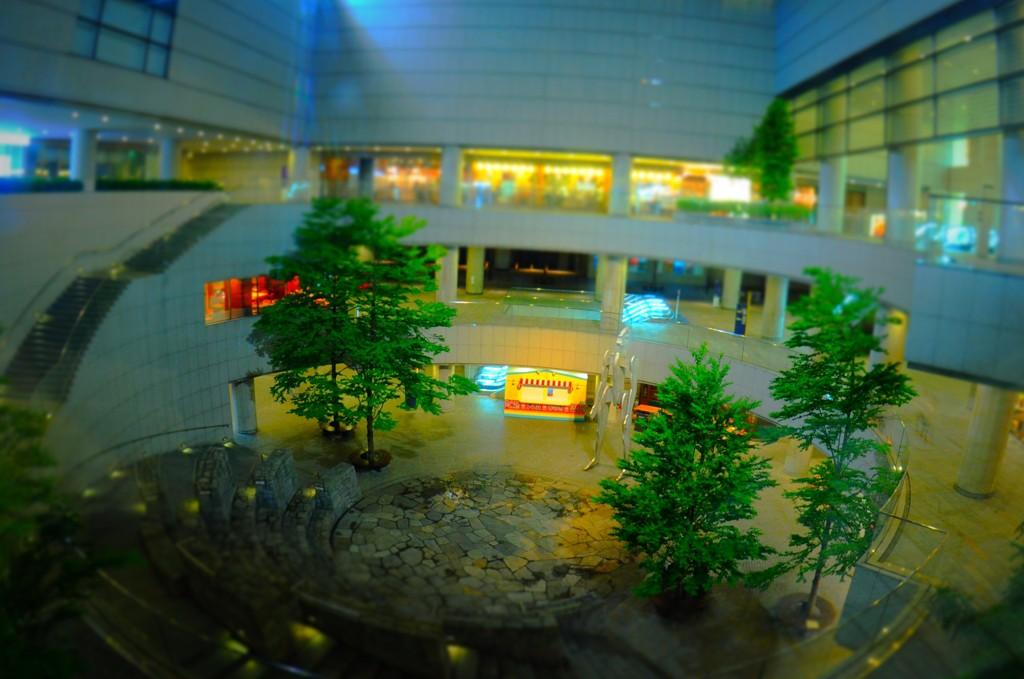 東京オペラシティのアトリウム