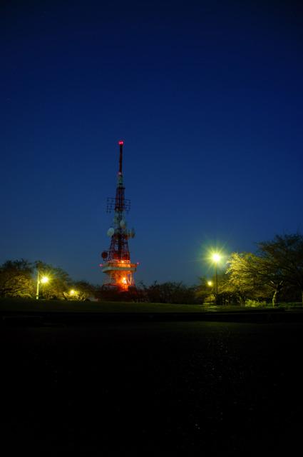夜のテレビ塔(湘南平)