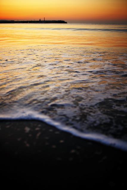 朝赤くかがやく海