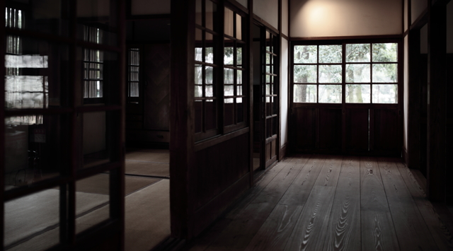 木とうすガラスの廊下
