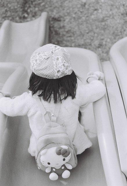 MINOLTA(ミノルタ)のカメラ ライツミノルタ CLで撮影した人物(滑り台)の写真(画像)