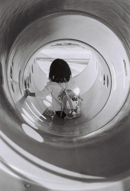 MINOLTA(ミノルタ)のカメラ ライツミノルタ CLで撮影した人物(トンネル)の写真(画像)