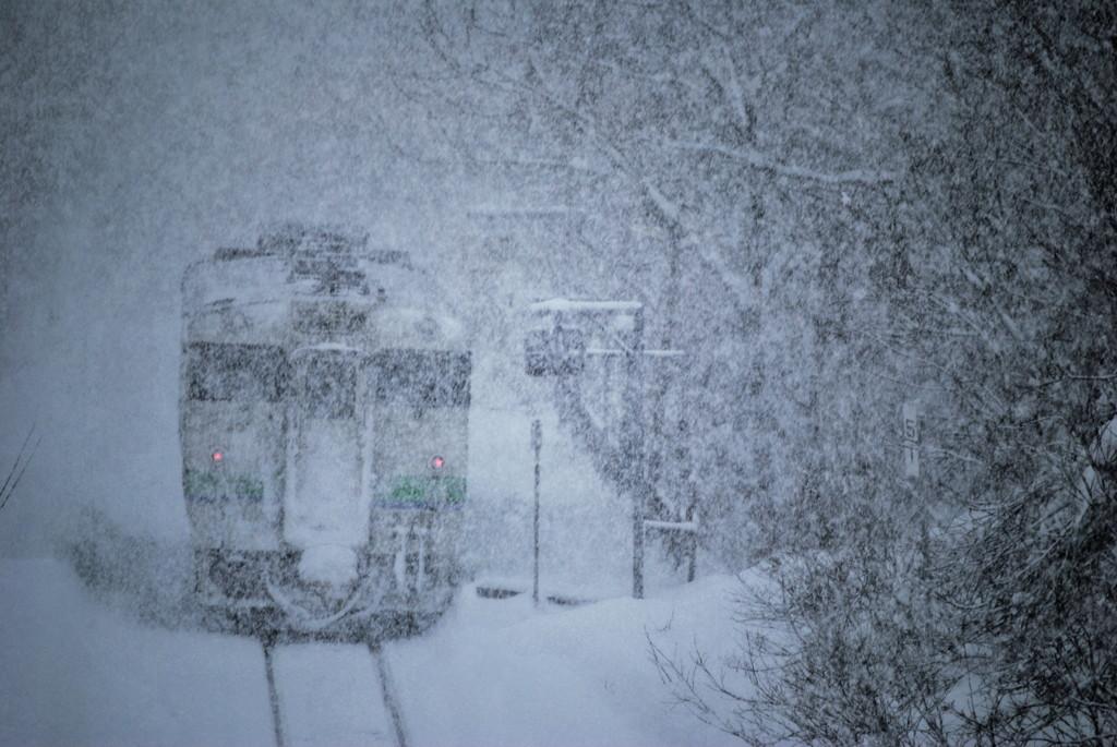 豪雪の中の無人駅