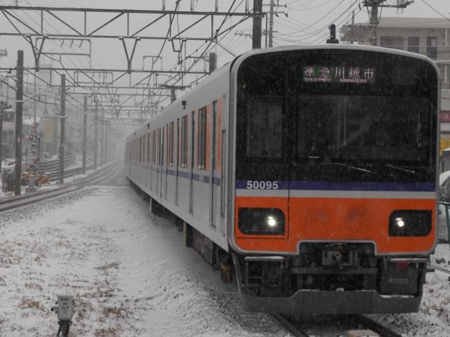 雪の日の東武50090系