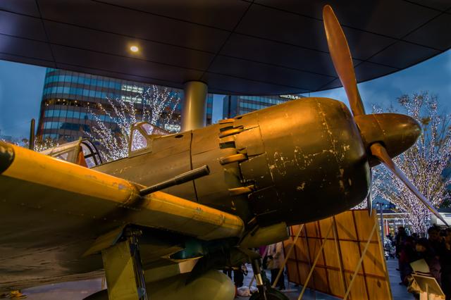 博多駅前に実物大の零式戦闘機(ゼロ戦)