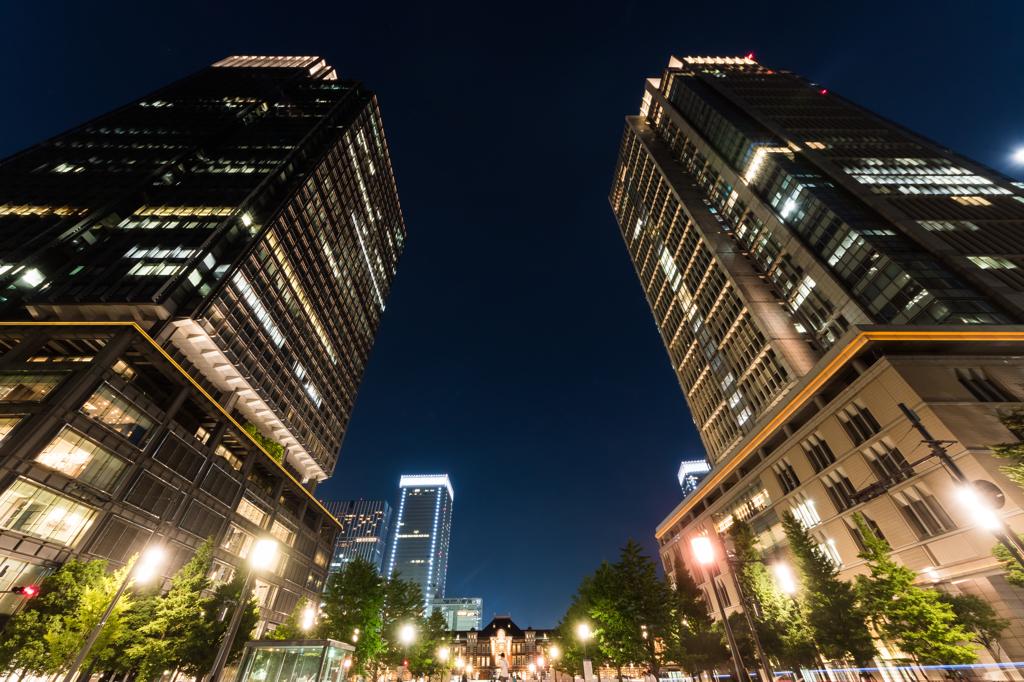 ビルに囲まれた東京駅 超広角バージョン