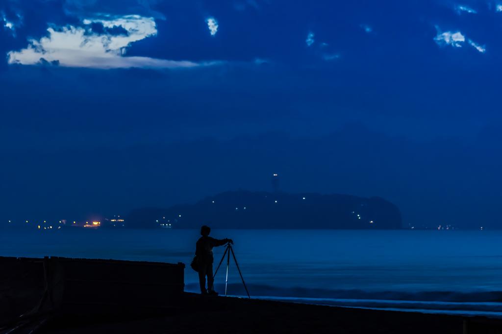 夜明け待ちのカメラマン