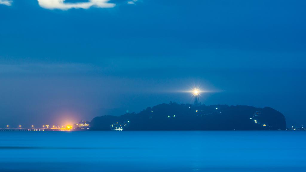 夜明け前の江ノ島