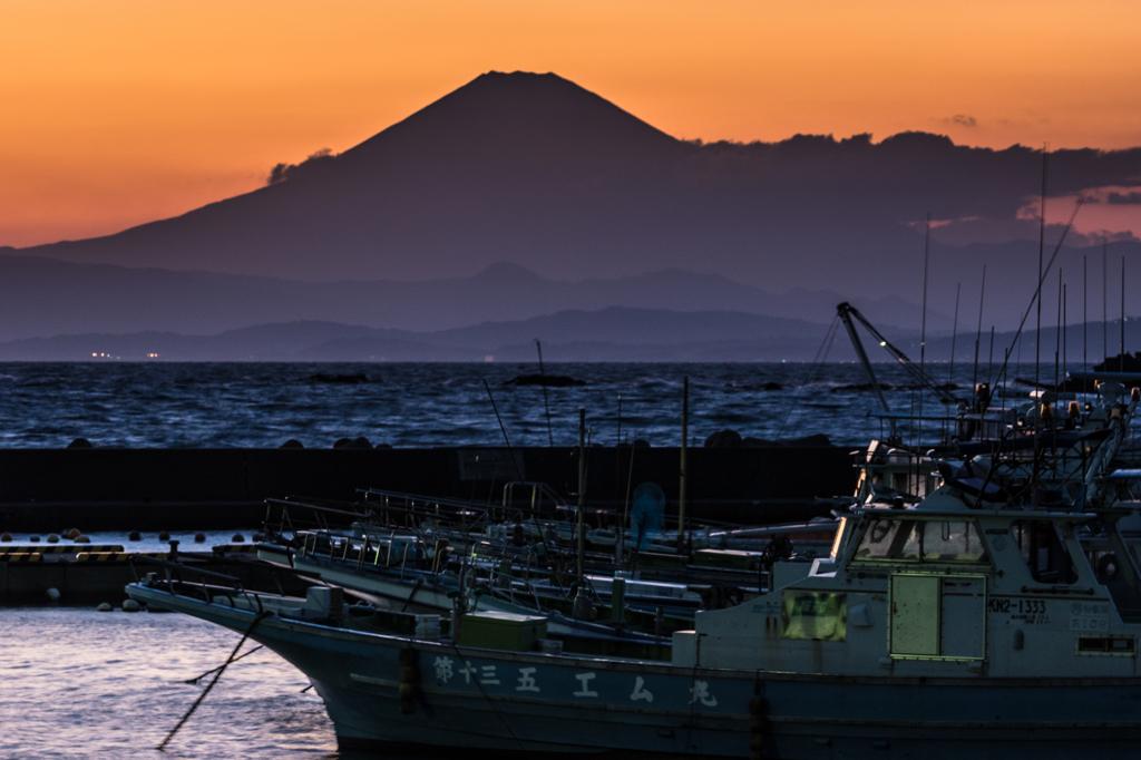 真名瀬漁港からの富士