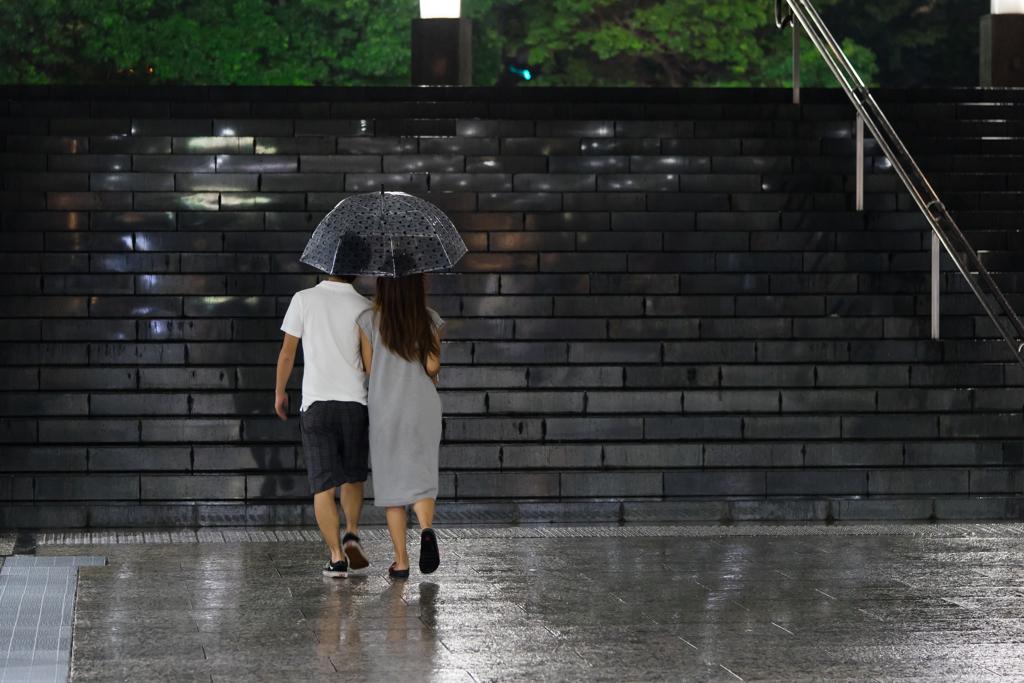 雨の日は傘が小さいと幸せだ!