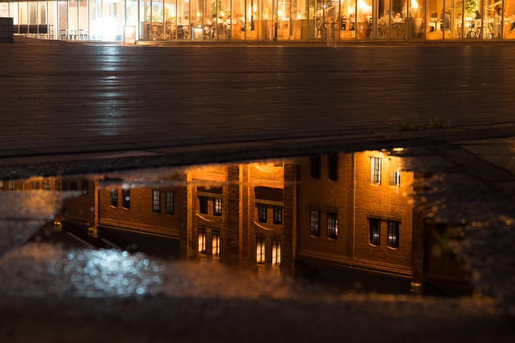 雨上がりの赤レンガ倉庫