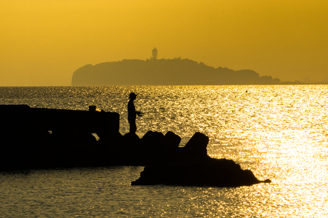 江ノ島を背景に・・・