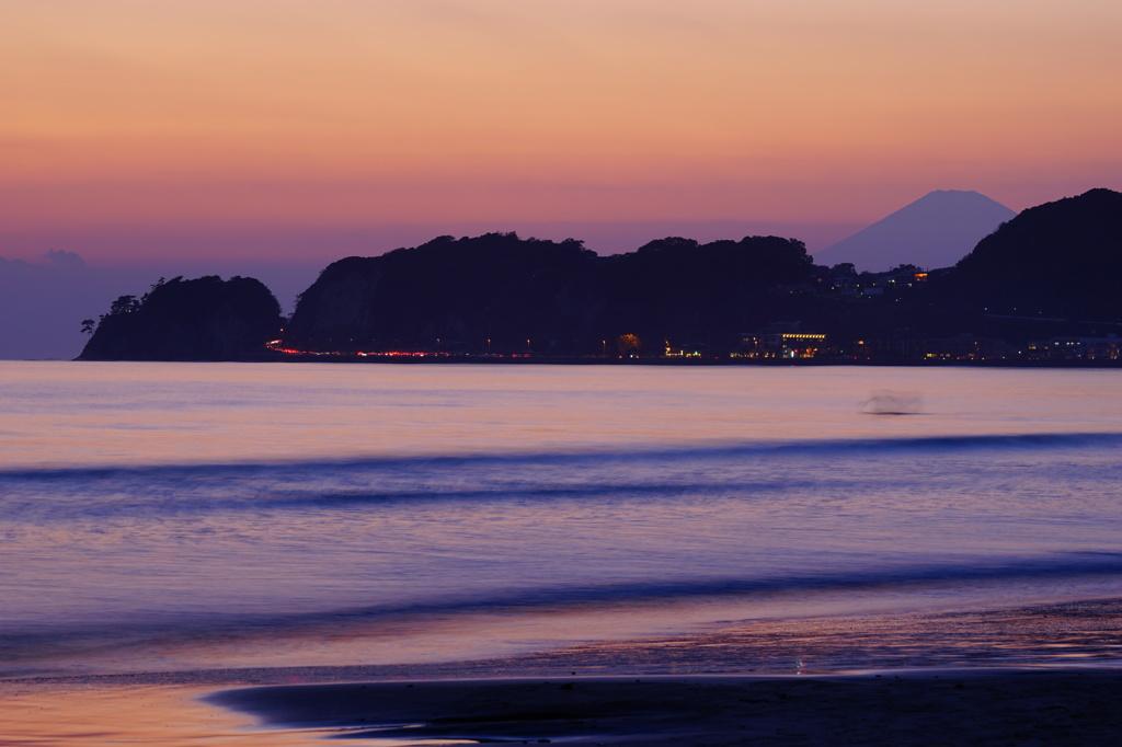 材木座海岸から富士山を望む