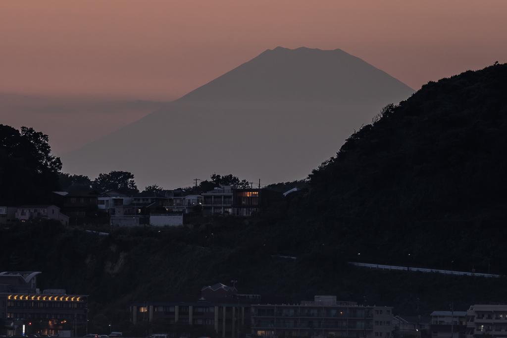 材木座海岸からの富士山