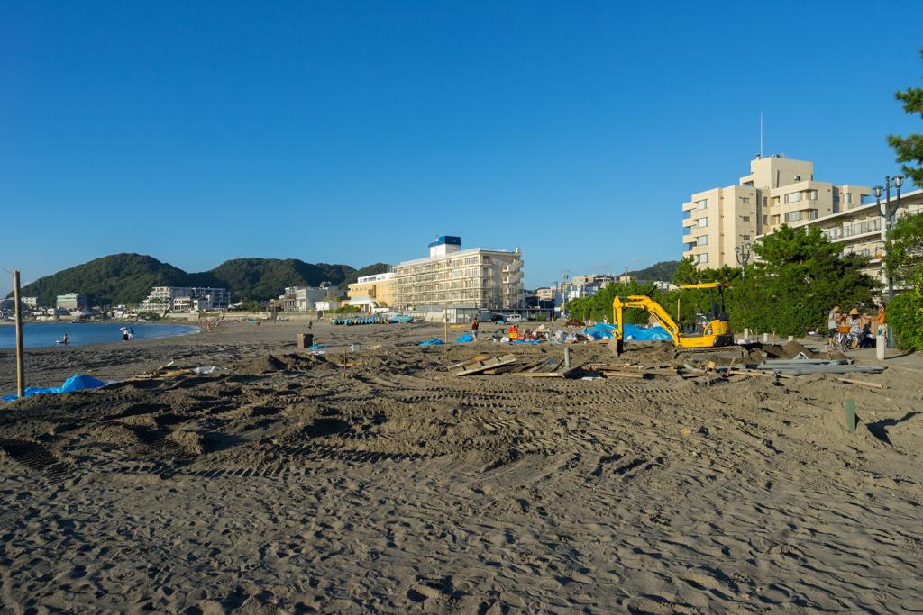 夏が終わって海の家解体