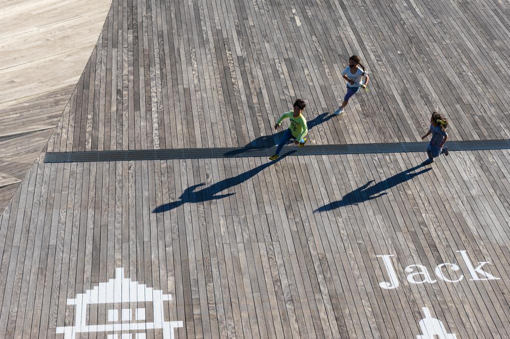 大桟橋埠頭の子どもたち
