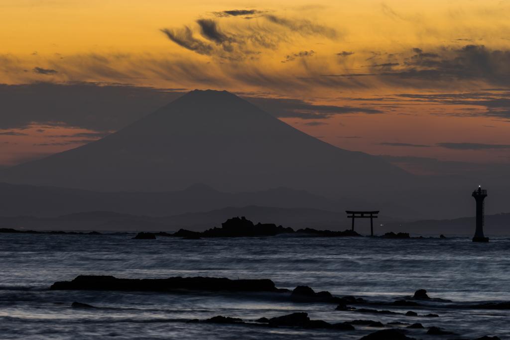 裕次郎灯台と富士山