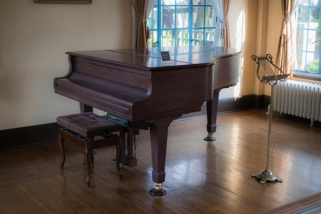 ベーリックホール ピアノ