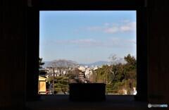 浄土宗総本山 知恩院 2020年2月11日火曜日祝日 京都 門から見える景色
